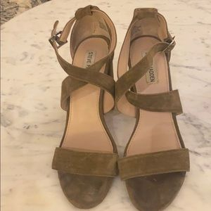 Steve Madden Block Suede heel Great Condition